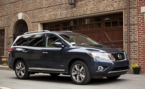 Nissan showed off its 2014 Pathfinder hybrid at the 2013 New York Auto Show.