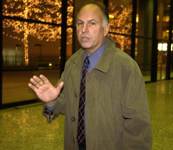 Former police officer Steve Manning, who now uses the name Steven Mandell, shown in 2004 at the Dirksen Federal Building.