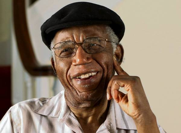 Nigerian writer Chinua Achebe dies at 82