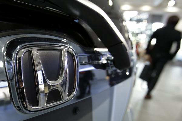 Honda took three of the six non-luxury categories in the 2013 Kelley Blue Book image awards.