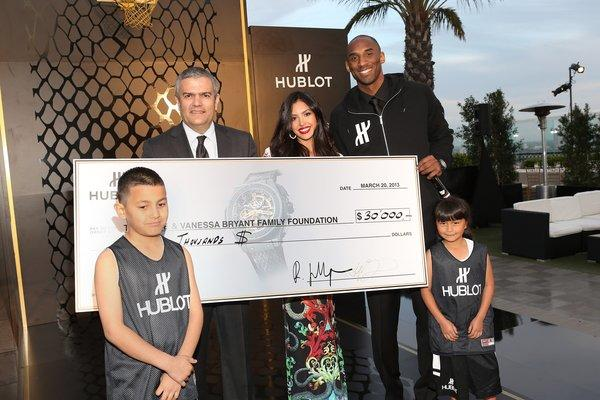 From left, Juan Valencia, Hublot CEO Ricardo Guadalupe, Vanessa Bryant, Kobe Bryant and Kimberly Martinez. Juan made two baskets and Kimberly one, earning Hublot's $30,000 donation to the Bryants' charitable foundation.