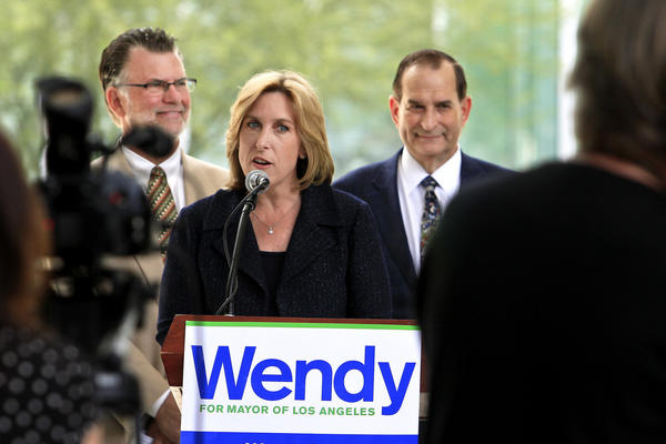 Mayoral candidate Wendy Greuel discusses her endorsement from former President Clinton and her role in the response to the 1994 Northridge earthquake during a press conference at California State Northridge.