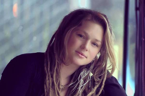 """American Idol ""veteran Crystal Bowersox has signed a deal with an indie label."
