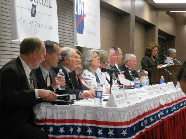 Candidates for Wheaton Warrenville Community Unit School District 200 School Board answers questions at a recent candidate forum hosted by the League of Women Voters.