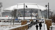 According to ESPN.com, Cowboys Stadium in Arlington, Texas looks to have the inside track on hosting the national championship game in 2015.
