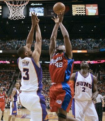 Clipper Elton Brand scores two of his 23 points in the first half in between Phoenix Suns' Boris Diaw, left, and Tim Thomas in Game 1 of the second round of the Western Conference Playoffs at the US Airways Center in Phoenix.