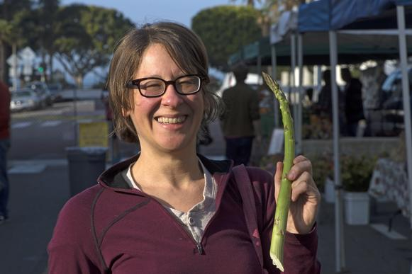 Shopper Abby Kavner with jumbo asparagus fr