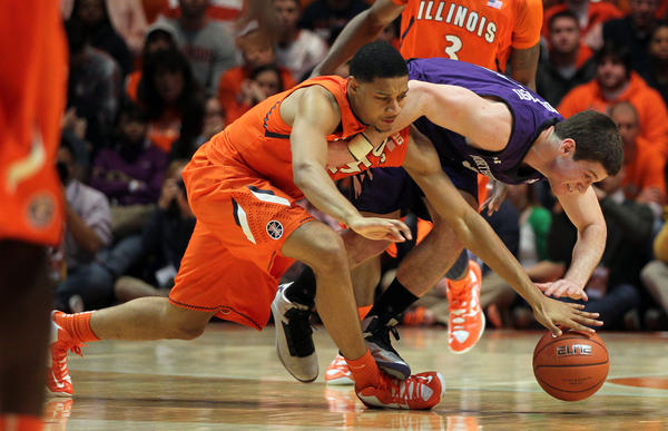 Illinois' Mike Shaw (left) during a game on Jan. 17.