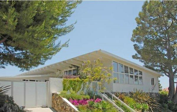 Actor Sacha Baron Cohen has leased out his Hollywood Hills West home for $10,000 a month.