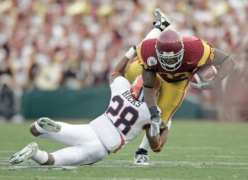 USC tight end Fred Davis and USC got the best of Illinois in the Rose Bowl on Jan. 1, taking a 49-17 victory. It was the second consecutive Rose Bowl win for the Trojans, who earned their fourth straight trip to Pasadena with another Pacific 10 Conference title -- their seventh in a row.