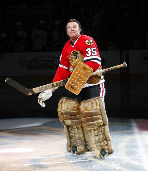 Chicago Blackhawks great Tony Esposito is introduced before a game at the United Center in 2009.