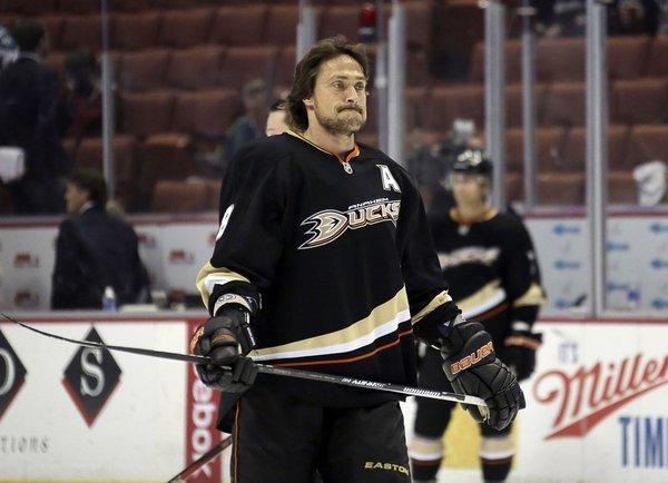 Ducks right wing Teemu Selanne has scored 671 career goals but none in the last five games.