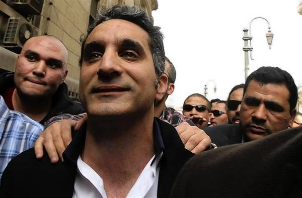 Bassem Youssef (C), the country's best-known satirist, arrives at the high court in Cairo.