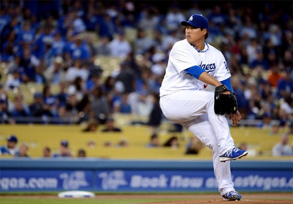 Dodgers pitcher Hyun-Jin Ryu throws during his MLB debut against the San Francisco Giants.