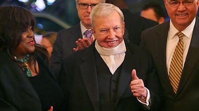 Roger Ebert cuts film review workload after cancer returns
