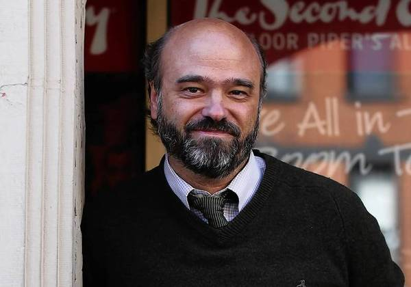 Photo of actor Scott Adsit outside Second City e.t.c.