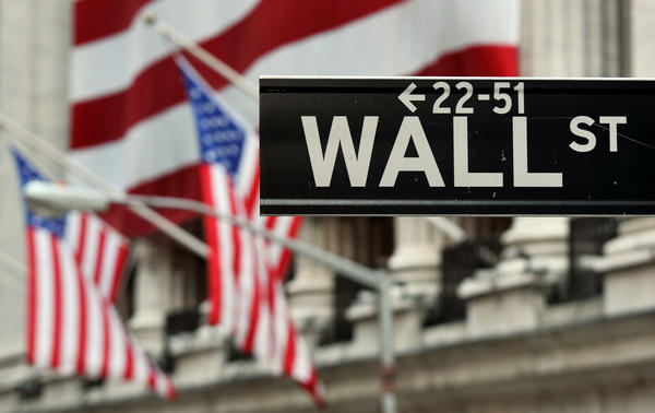 This photo shows the Wall Street sign near the front of the New York Stock Exchange.