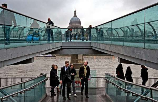 The walkways of the Tate Modern gallery and Millennium Bridge, which opened in 2000.