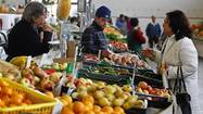Shoppers may buy more fruit, veggies when prices dip