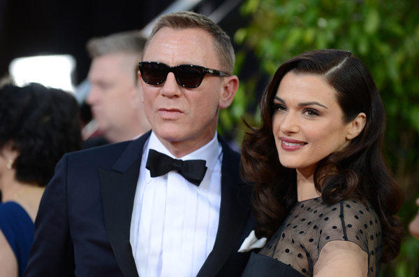 Daniel Craig and his wife Rachel Weisz arrive at the Golden Globes.