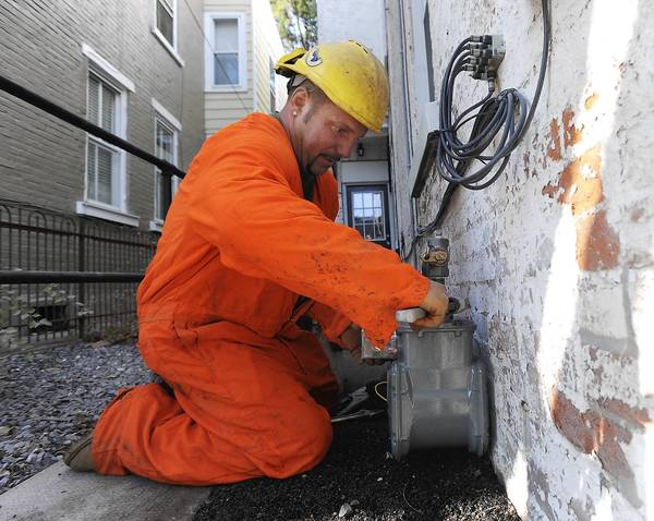 Contractor Todd Yohe of East Stroudsburg installs a natrual gas meter in Bethlehem. UGI hopes its new plan helps it extend natural gas lines to more neighborhoods.