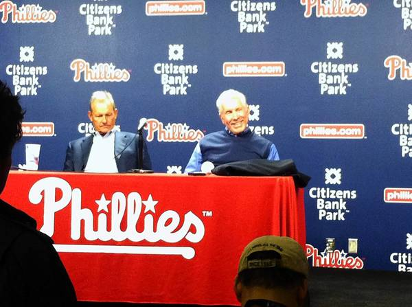 Former Kansas City Royal player, Hall of Famer, George Brett (left) and former Phillies great, Hall of Famer Mike Schmidt at a press conference during the Phillies game Friday.