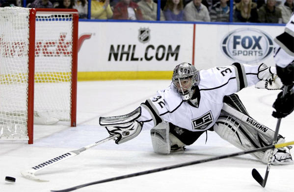 Kings goalie Jonathan Quick (32) pokes the puck away with his stick.