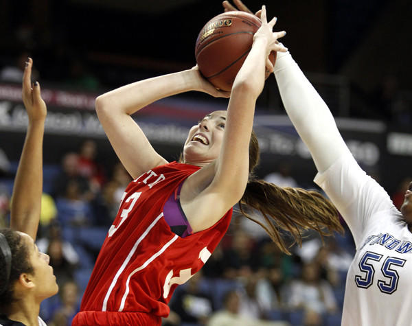 Mater Dei's Katie Lou Samuelson looks to score against Windward in the CIF Southern California Open Division final.