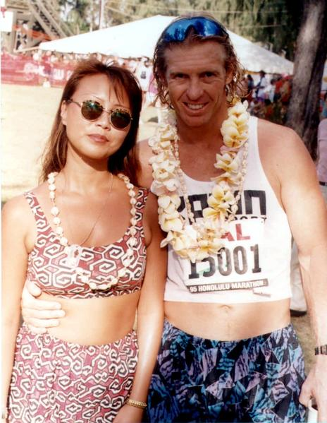 """Tiffani Escada"" and her boyfriend, Kelmer ""Kelly"" Beck, after the Honolulu Marathon in December 1995. Unbeknownst to Beck at the time, Escada was really Catherine Suh, a Chicago fugitive who fled to Hawaii to avoid a murder trial and lived under a bogus name."