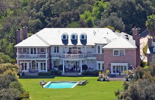 TV writer Ed Weinberger and his wife, actress Carlene Watkins, have listed their estate at $12.5 million.