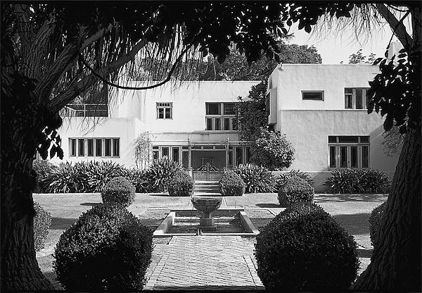 <b>MODERNIST MASTERPIECE:</b> Irving Gill's Dodge House, built in 1916 in West Hollywood, is considered a landmark of modernist architecture. It was demolished in 1970.