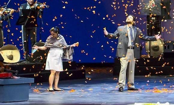 Lyric Opera's 'Cruzar La Cara De La Luna'
