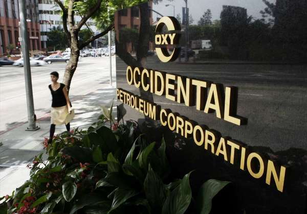 "Occidental Petroleum Corp.'s board of directors issued an unusual statement Monday, deploring what it called ""inaccurate speculation"" and saying that there was ""no fight at the top"" involving the company's senior management."