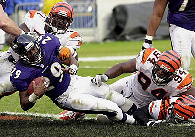 Ravens RB Terry Allen (29) scores against Bengals Takeo Spikes (51) and Tony Williams (94) during the second quarter at PSINet Stadium.