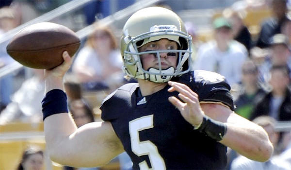 Quarterback Gunner Kiel, who found himself behind Everett Golson on the Notre Dame depth chart, will reportedly take his chances and transfer to Cincinnati where he'll compete for the starting position.