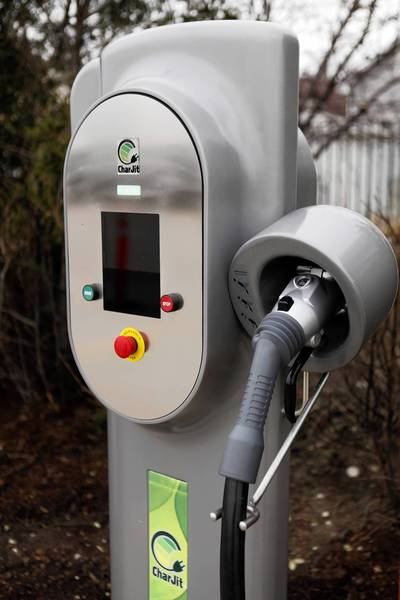 About 169 of the 280 charging stations 350Green promised to have in place by the end of 2011 in the Chicago area have been installed. Most of those are operational.