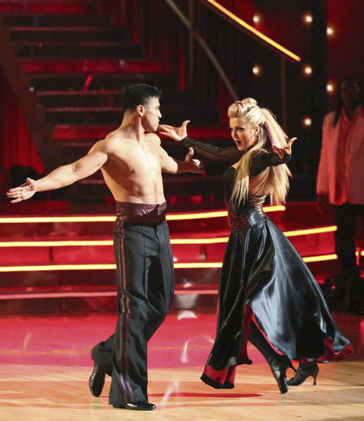 Victor Ortiz and partner Lindsay Arnold dance in Week 4.