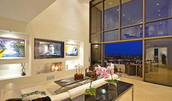 "Producer-actress Linda Klein of ""Grey's Anatomy"" purchased an ocean-view penthouse for $1.35 million."