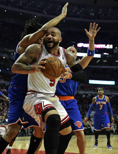 The Bulls' Carlos Boozer is double-teamed by the Knicks' Chris Copeland and Jason Kidd in the first quarter.