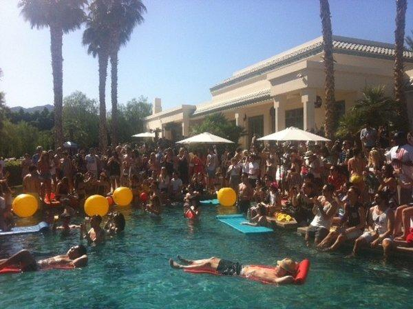 H&M sponsors one of Coachella's daytime parties at the Merv Griffin estate, featuring a poolside performance by Santigold.