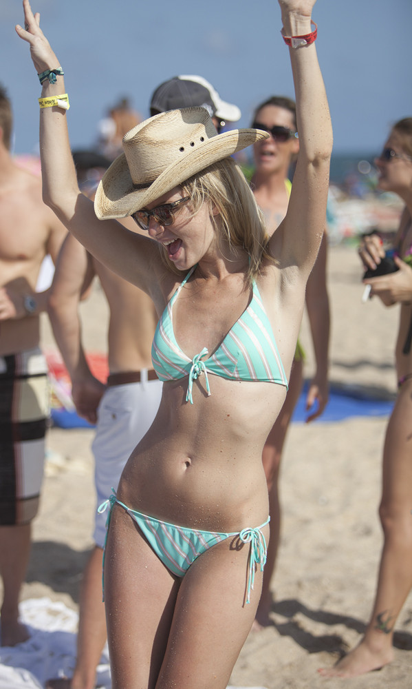 PHOTOS: 2013 Tortuga Music Festival - Tortuga Day 2 fans return for a day in the sun