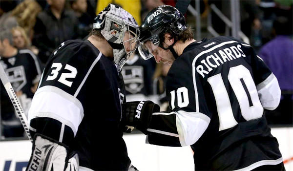 Jonathan Quick and Mike Richards celebrate a 2-1 victory over the Anaheim Ducks on April 13, 2013.