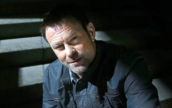 "Grant Bowler stars in ""Defiance."""