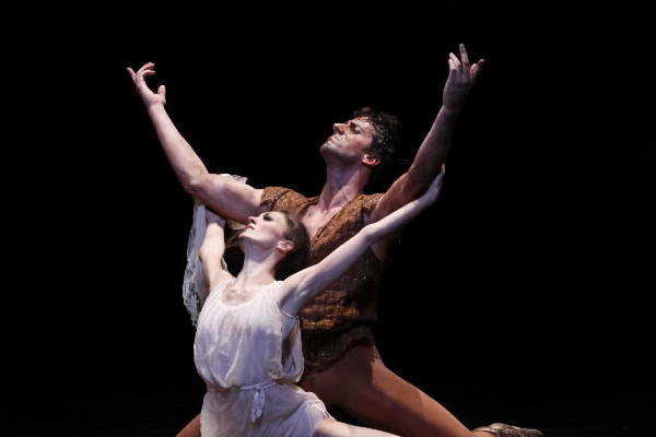 """Victoria Jaiani (front) and Miguel Angel Blanco in Joffrey Ballet's """"Othello"""" at the Auditorium Theatre."""