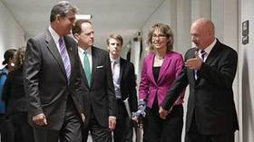 Toomey meets with Giffords on guns deal