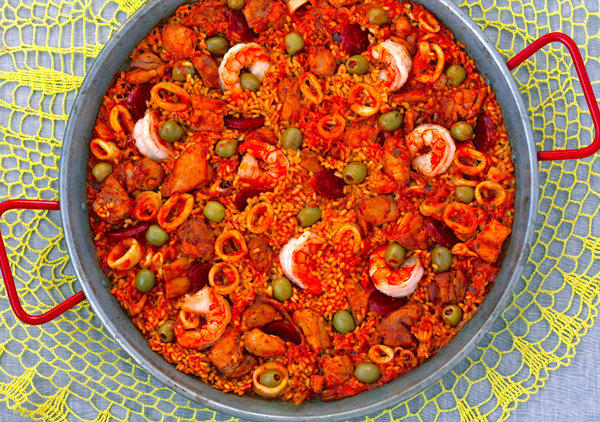"The Wine Vault in Glendale will be hosting a paella party for ""Comida y Arte."""