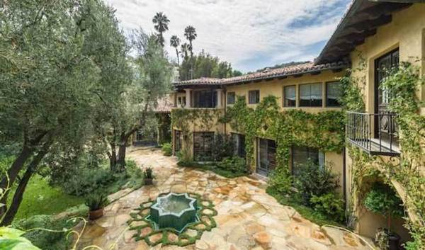Christina Aguilera buys Tom Gores' house