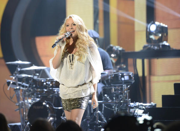 Janelle Arthur performs on 'American Idol.'