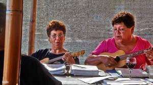 Molokai, Hawaii: Island elders keep tradition alive in song