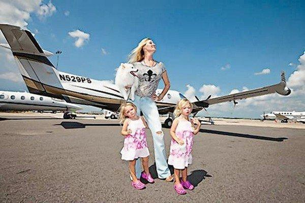 Jackie Siegel and her daughters.